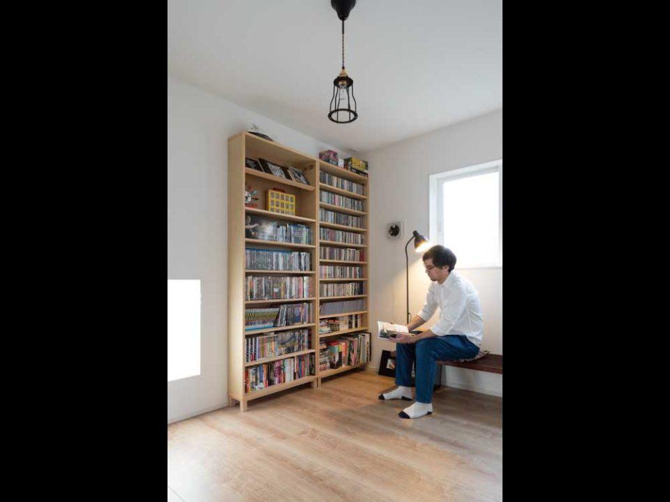 漫画を読んだり音楽を聴いたりできるご主人の趣味部屋