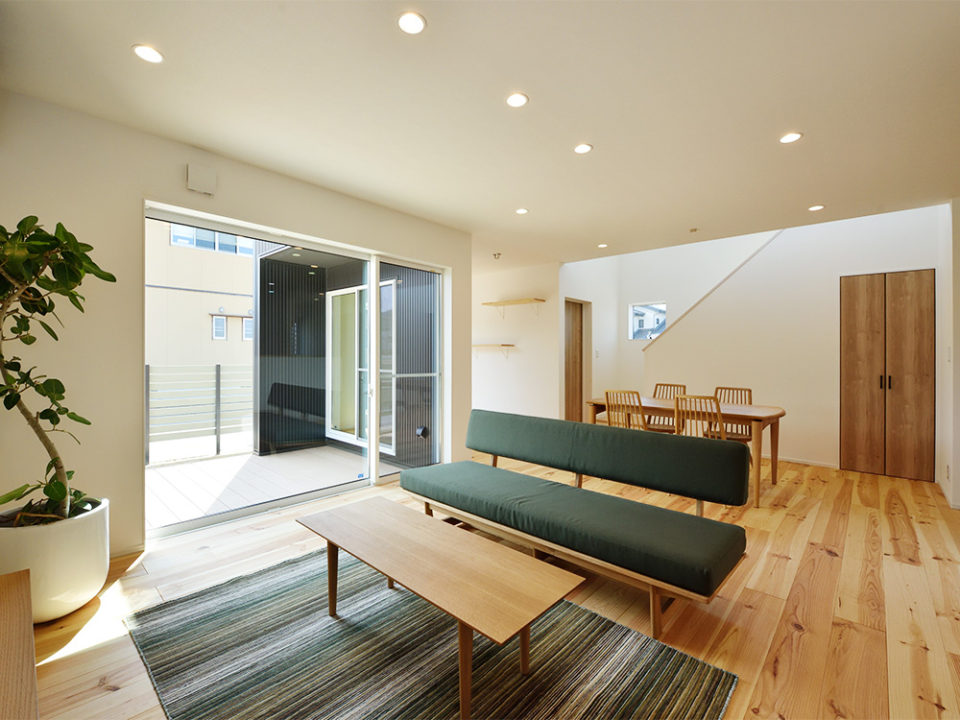 施主様のこだわりの北欧家具でコーディネートされた、おしゃれな北欧風LDK空間。