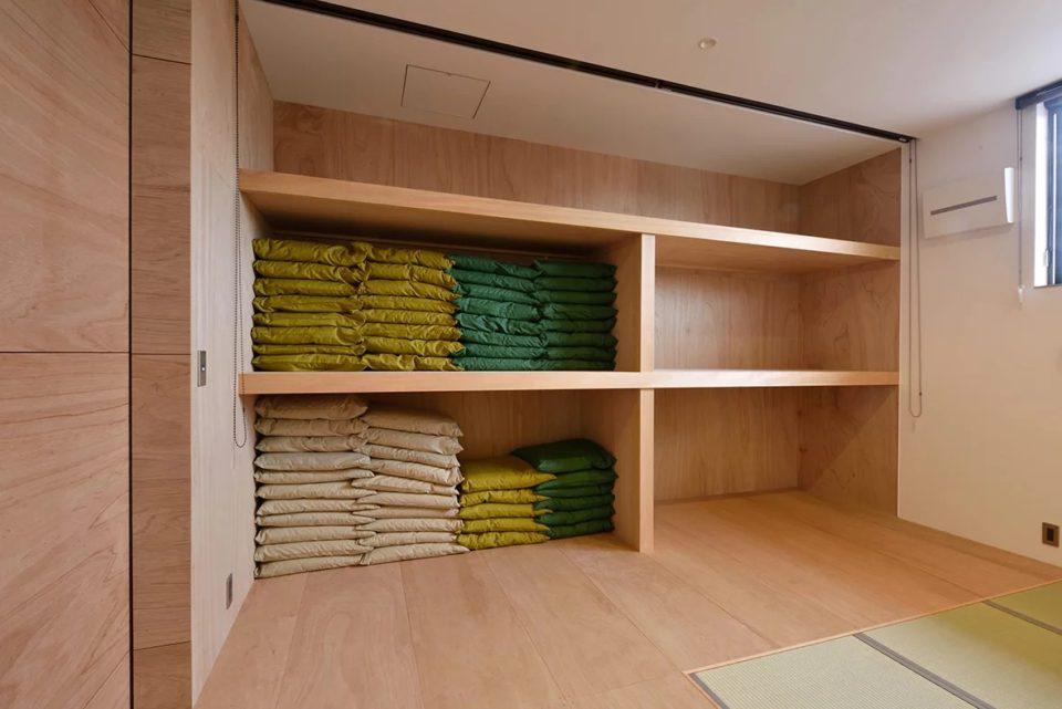 机や座布団の収納もすっきりと。39帖の大広間を最大限に使用できます