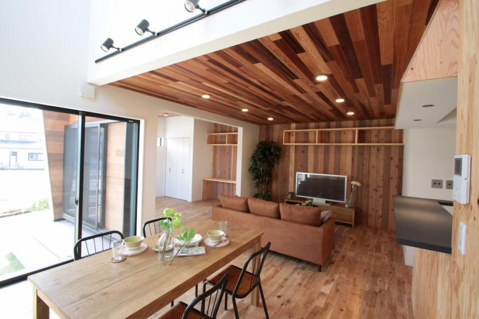 アメリカンライフスタイルを提案するセレクトショップ「FREAK'S STORE」とコラボしたデザインハウス